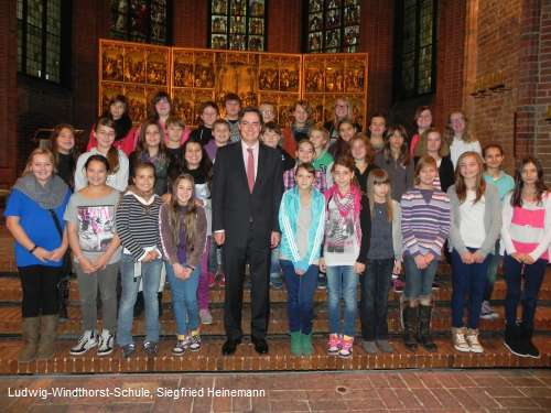Ludwig-Windthorst-Schule: Gruppenbild mit Ministerpräsident