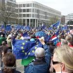 900 Proeuropäer demonstrieren am 02.04.2017 auf dem Opernplatz