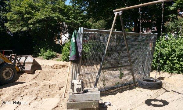 Viel frischer Sand für den Spielplatz an der Angerstraße (Foto: Hobrock)
